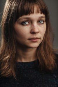 Evgenia Brendes als Ella Goes, cast Over Water