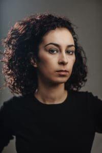 Ikram Aoulad als rechercheur Rasha Talhaoui (Over Water)