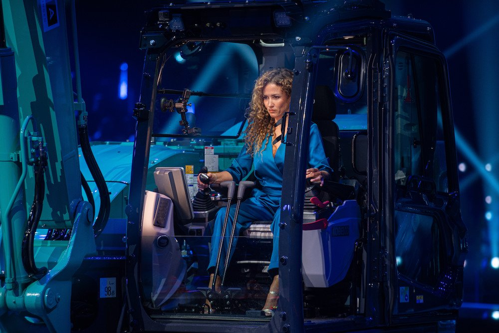 Katja Schuurman in graafmachine voor De Battle