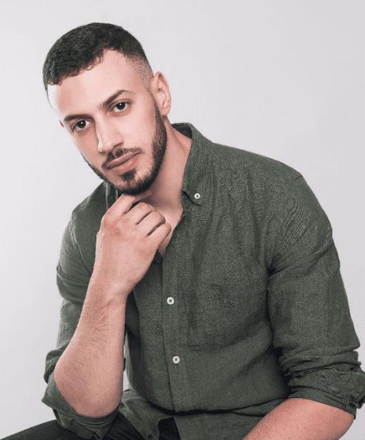 Iliass Dennoune als Soufian Alaoui in Hoodie