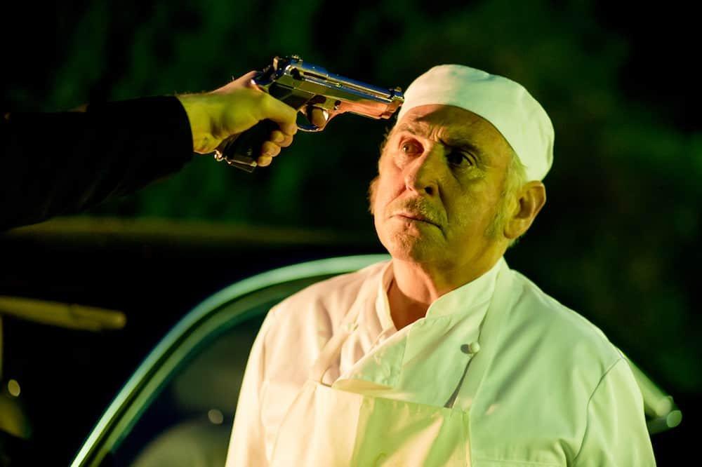 Johny Voners krijgt pistool tegen het hoofd