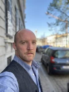 Mathijs F. Scheepers vertelt over whatsapp-voorstelling SKaGeN en deelt zijn tv- en film tips