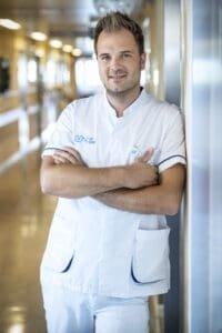 Niels Albert op orthopedie en traumatologie UZ Gent voor Een echte job VTM