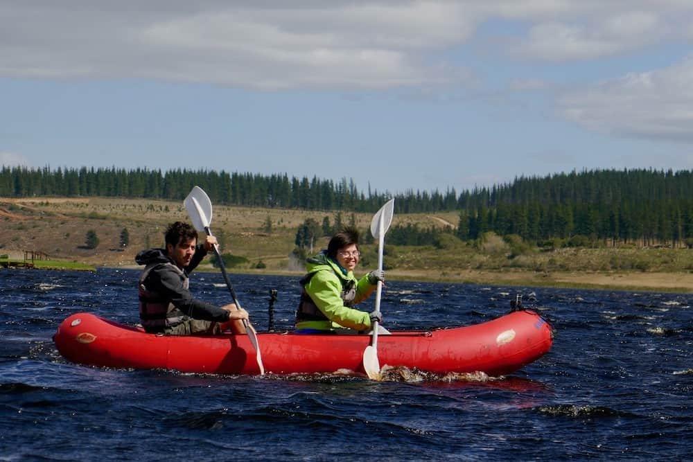 Julie Slaets en Dieter Coppens in kano tijdens Down the road Zuid-Afrika