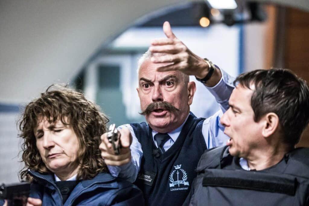 Patrouille Linkeroever: onhandige agenten in actie in Voetgangerstunnel Antwerpen