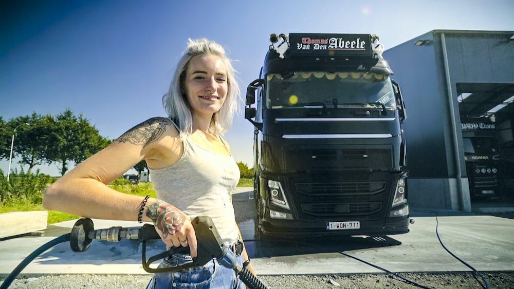 Naomi (De Genieter) Lady Truckers VTM2