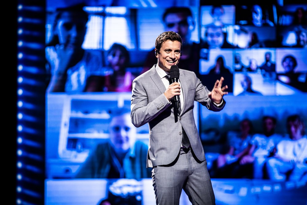 Niels Destadsbader in eerste aflevering The Masked Singer