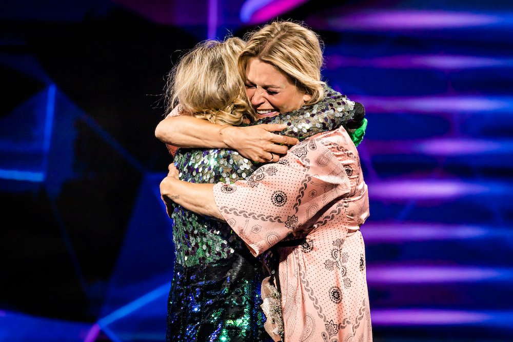 Emotioneel weerzien Karen Damen en Kathleen Aerts in The Masked Singer, na ontmaskering zeemeermin