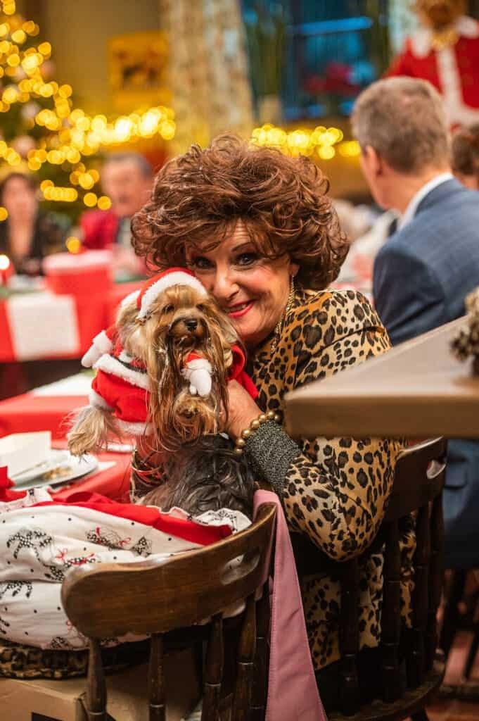 Carmen Waterslaeghers en hondje Nero tijdens kerst